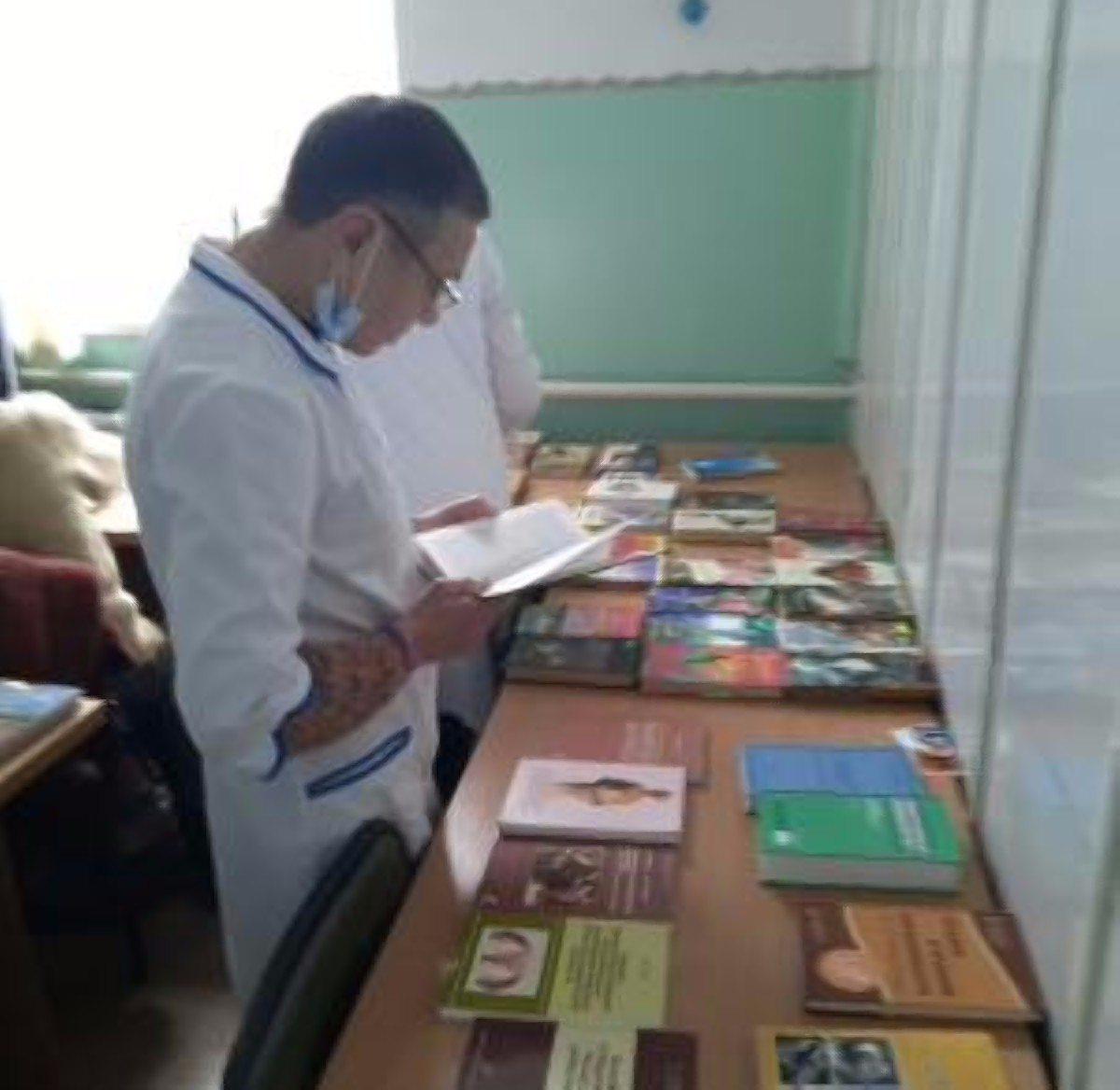 """Сотрудники херсонской библиотеки организовали """"выездной абонемент"""" для медработников"""
