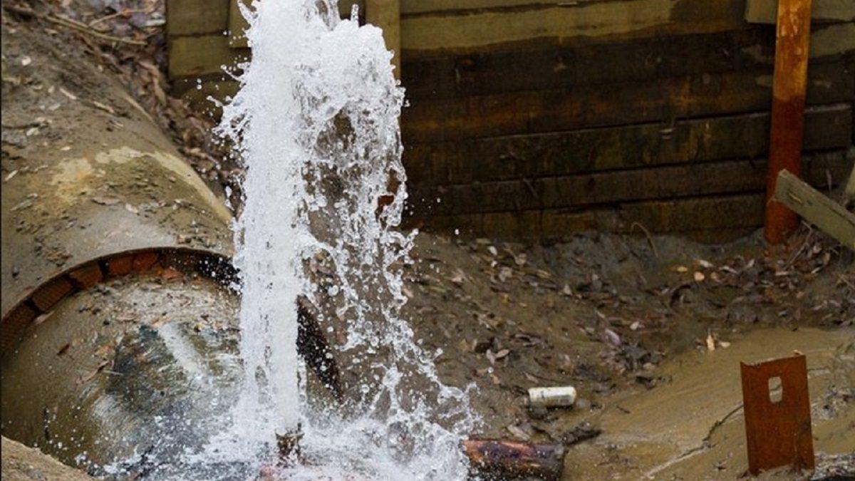 В Херсоне из-за аварии без воды остались 25 жилых домов на Шуменском