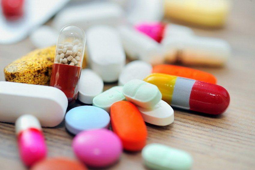 Почему нельзя сразу принимать антибиотики при COVID-19
