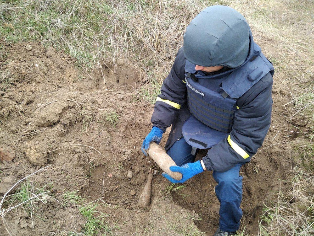 В пригороде Херсона нашли миномётную мину и артснаряд