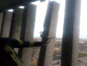 В Херсоне спасатели демонтировали аварийную бетонную конструкцию в многоэтажке