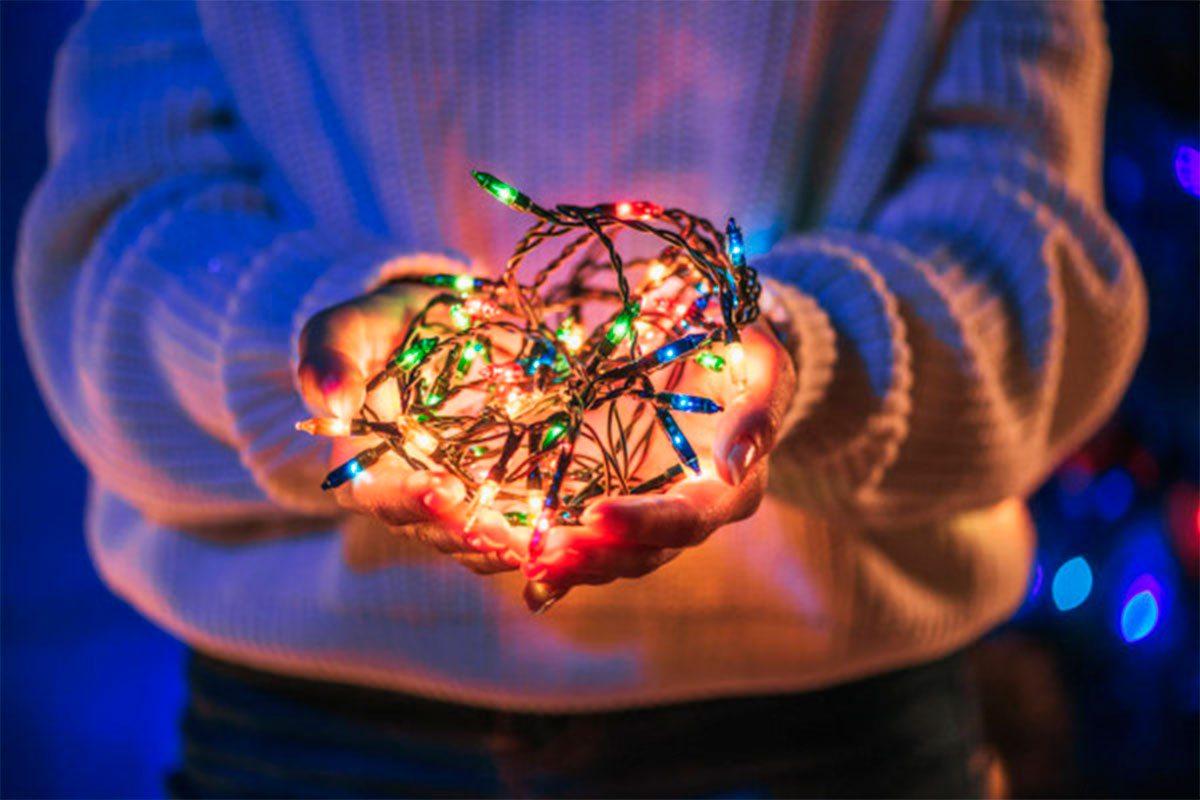 На Херсонщине ёлочная гирлянда сожгла пальцы ребенку