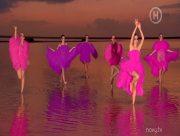 Українські топ-моделі провели зйомки на Рожевому озері на Херсонщині (фото)