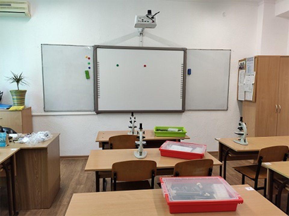 Херсонські школи отримали 10 нових навчальних кабінетів
