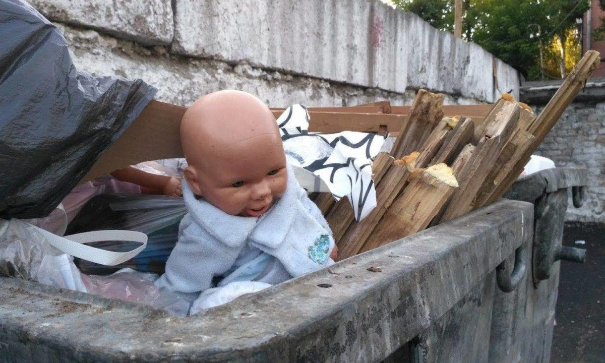 На Херсонщине 17-летняя девушка родила ребёнка и выбросила его на помойку