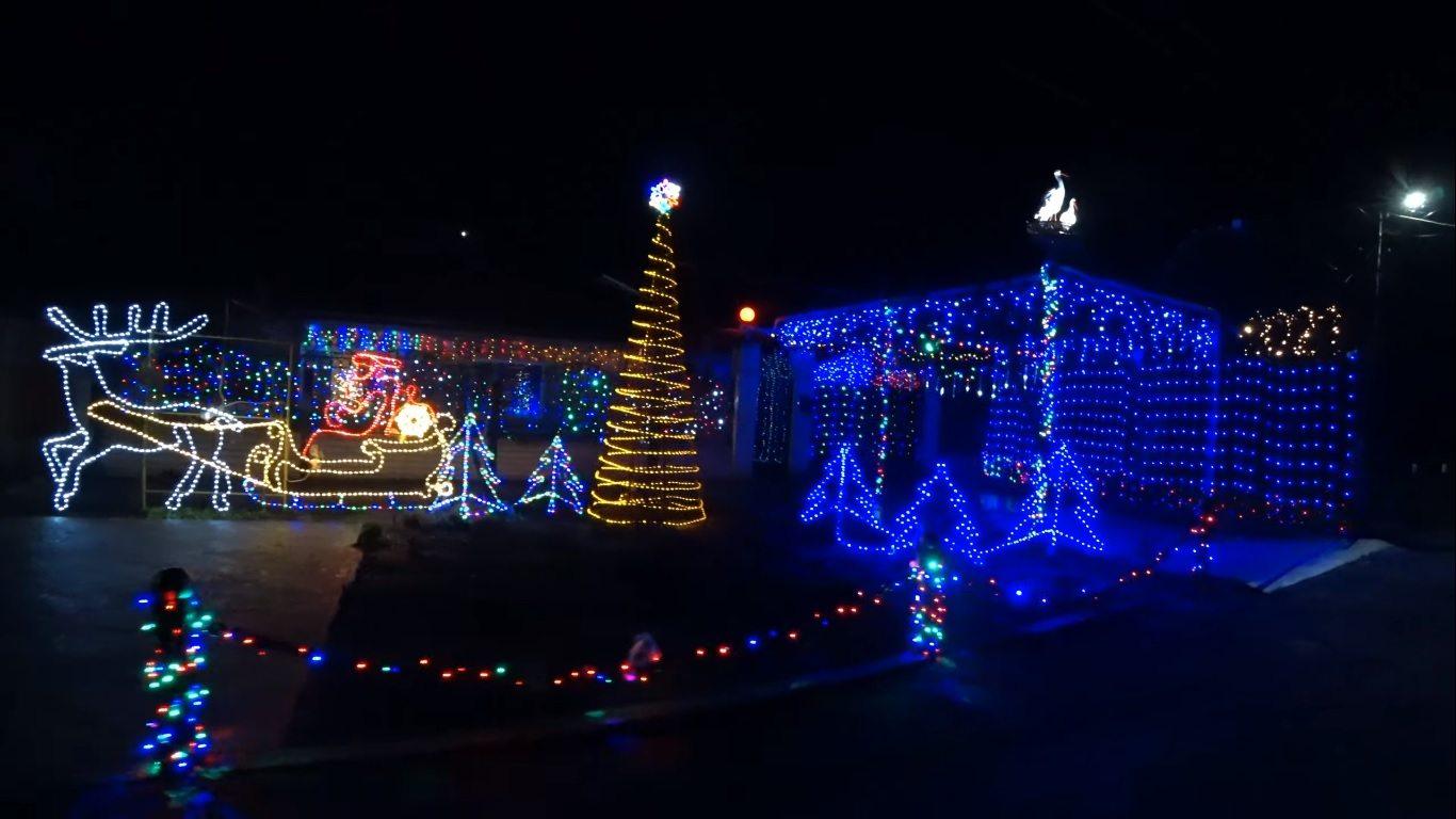 В Геническе создали необычную новогоднюю иллюминацию