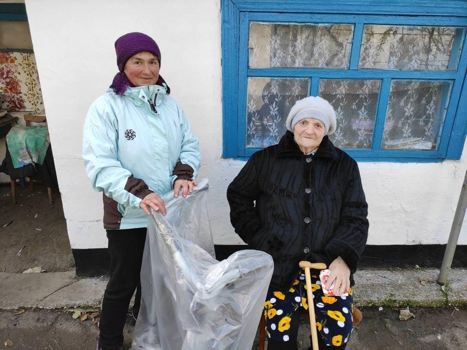 В Геническом районе благотворители помогают пожилым людям
