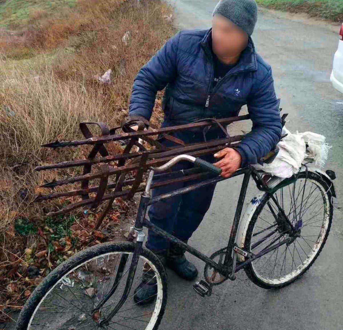 На Херсонщине полицейские задержали местного жителя, который украл могильную ограду