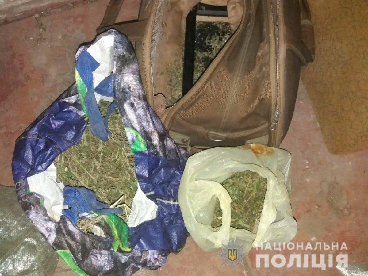 У жителя Херсонщины полицейские изъяли килограмм конопли