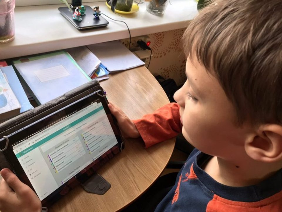 Херсонские школьники перейдут на электронные дневники и журналы