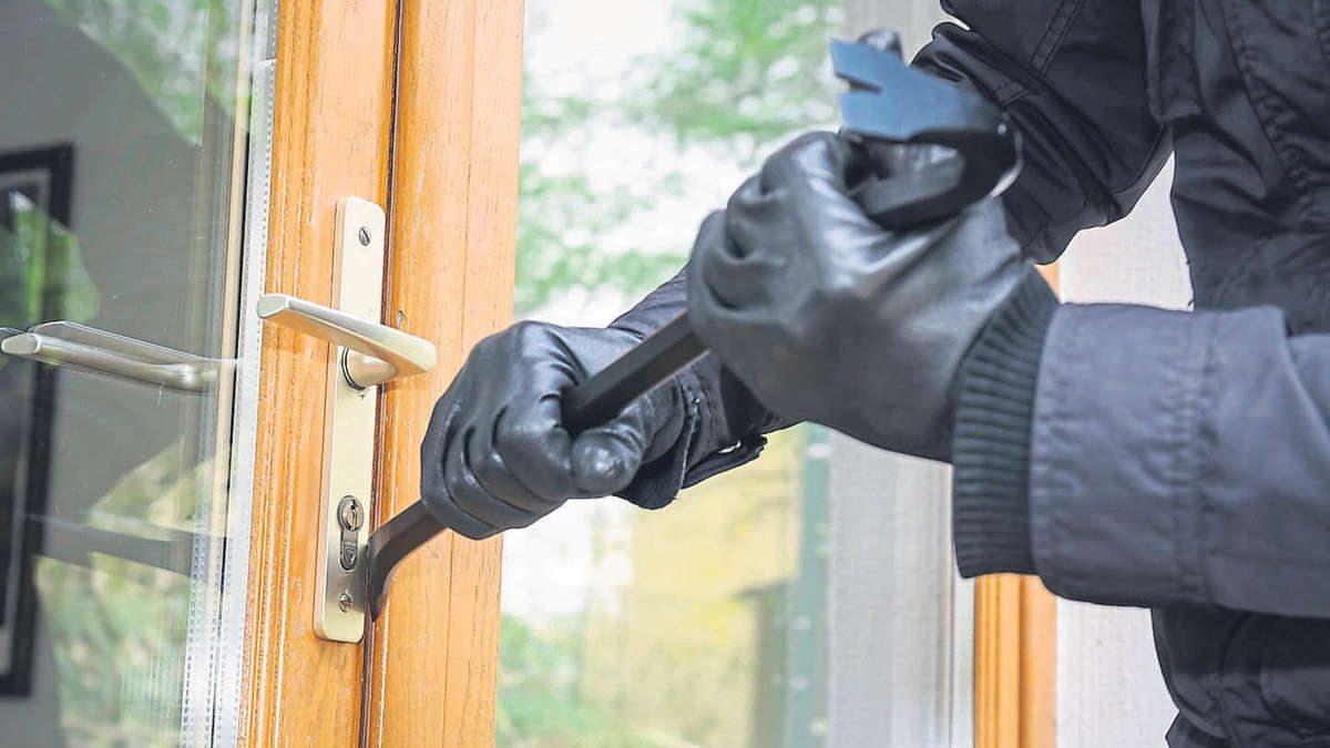 В Херсоне из частного дома вор унес почти 40 тысяч долларов