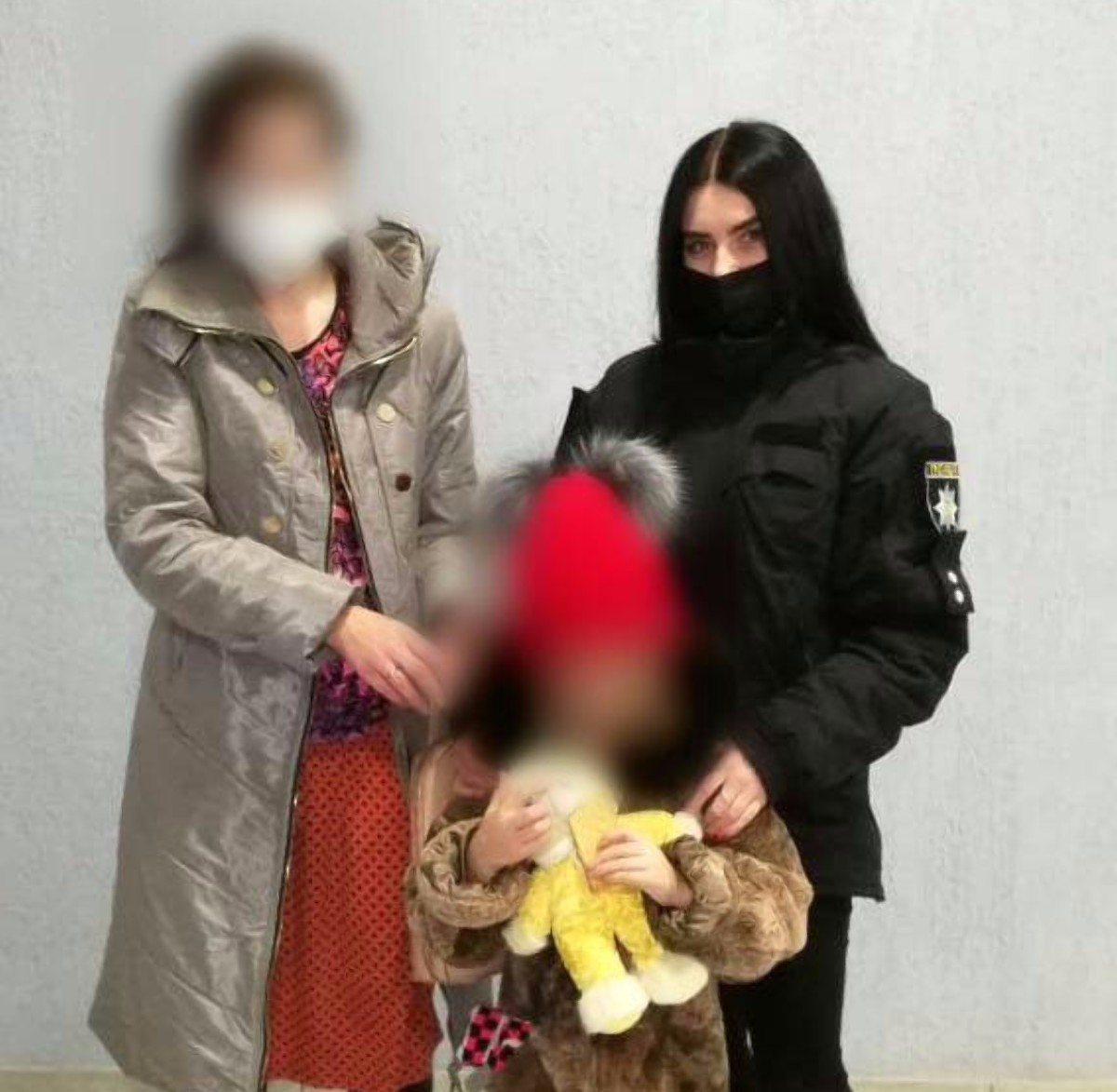 В Херсоне полицейские помогли женщине с ребёнком, которых выгнал из дома сожитель