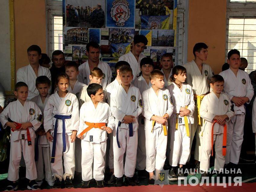 Команда херсонського поліцейського спортклубу завоювала кубок першості України по карате