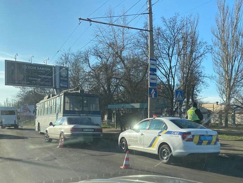 В Херсоне попал в аварию троллейбус