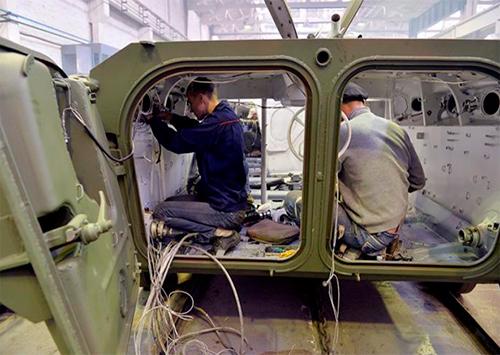 Херсонец сегодня выпускает броневики, но и о троллейбусах думает